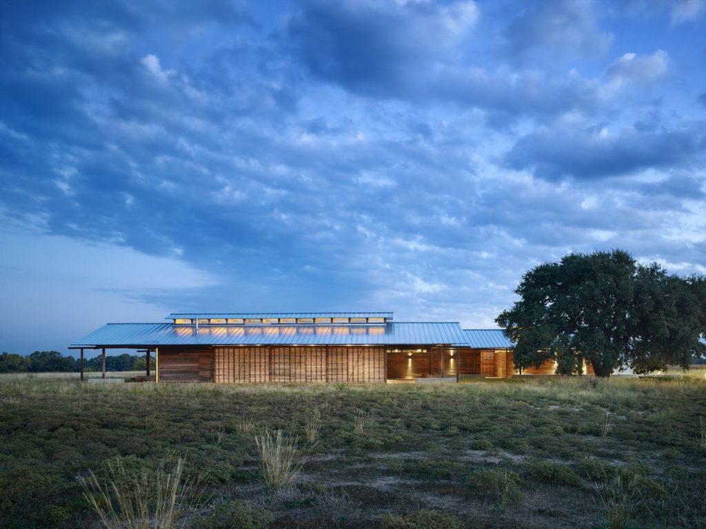Dixon Water Foundation Josey Pavilion by Lake|Flato Architects | Photo © Casey Dunn