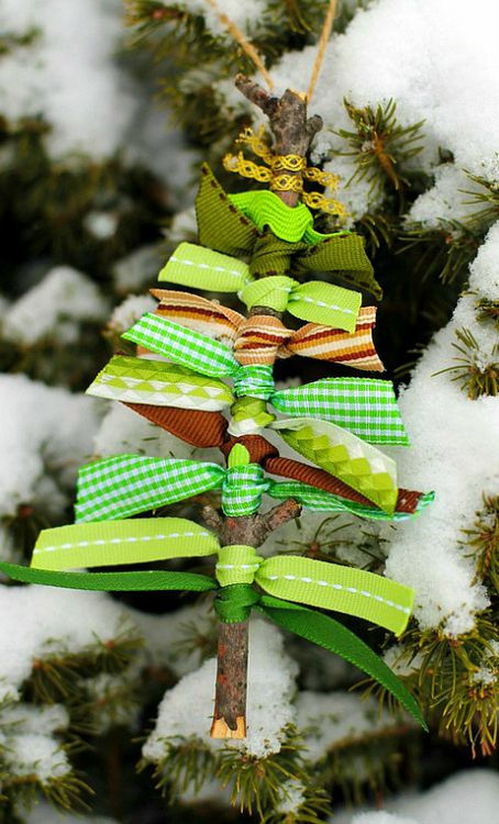 diy christmas tree ornaments using only natural materials