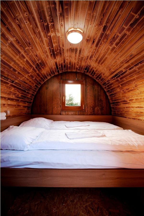 wood barrel bedroom design ideas