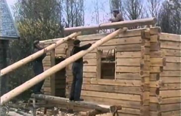 This video shows the building process of a traditional Finnish log house. The precision of the builders is absolutely stunning. A true ...