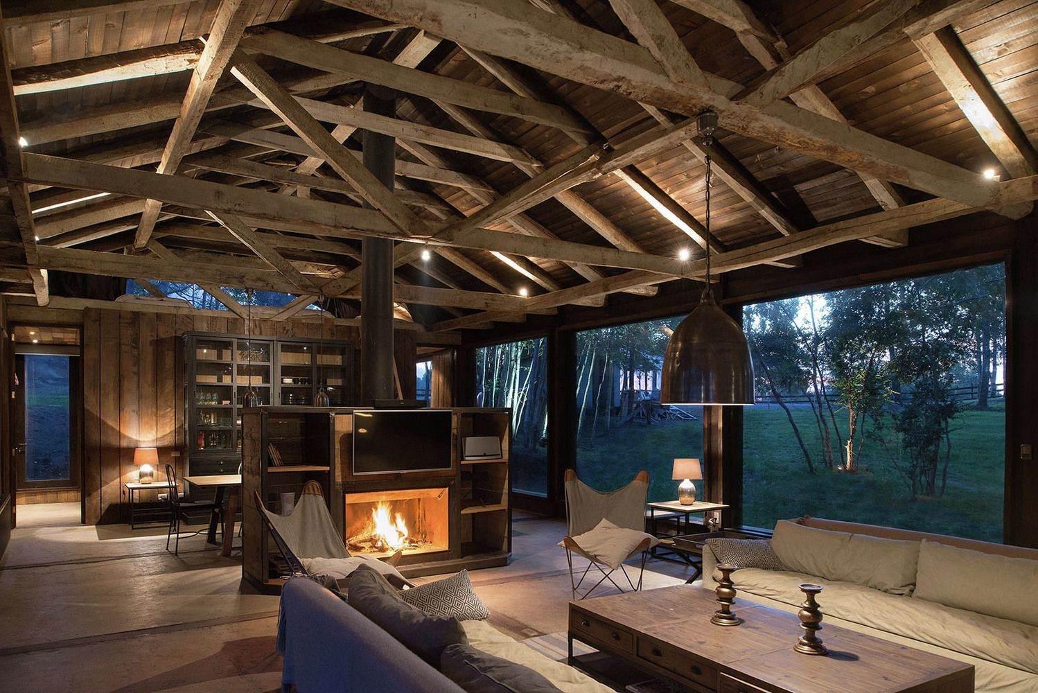 The Barn House as a recycling proposal is part of a construction material rescued by three friends that bought an ...