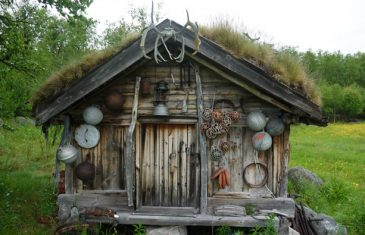 This is a Sami storeroom (Áittit in Sami, stabbur in Norwegian) in northern Norway. For the nomadic Sami storerooms were ...