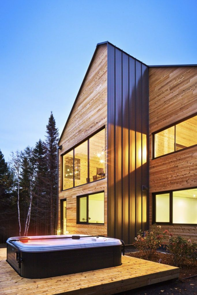outside hot tube and wooden facade Canada Architecture Woodz