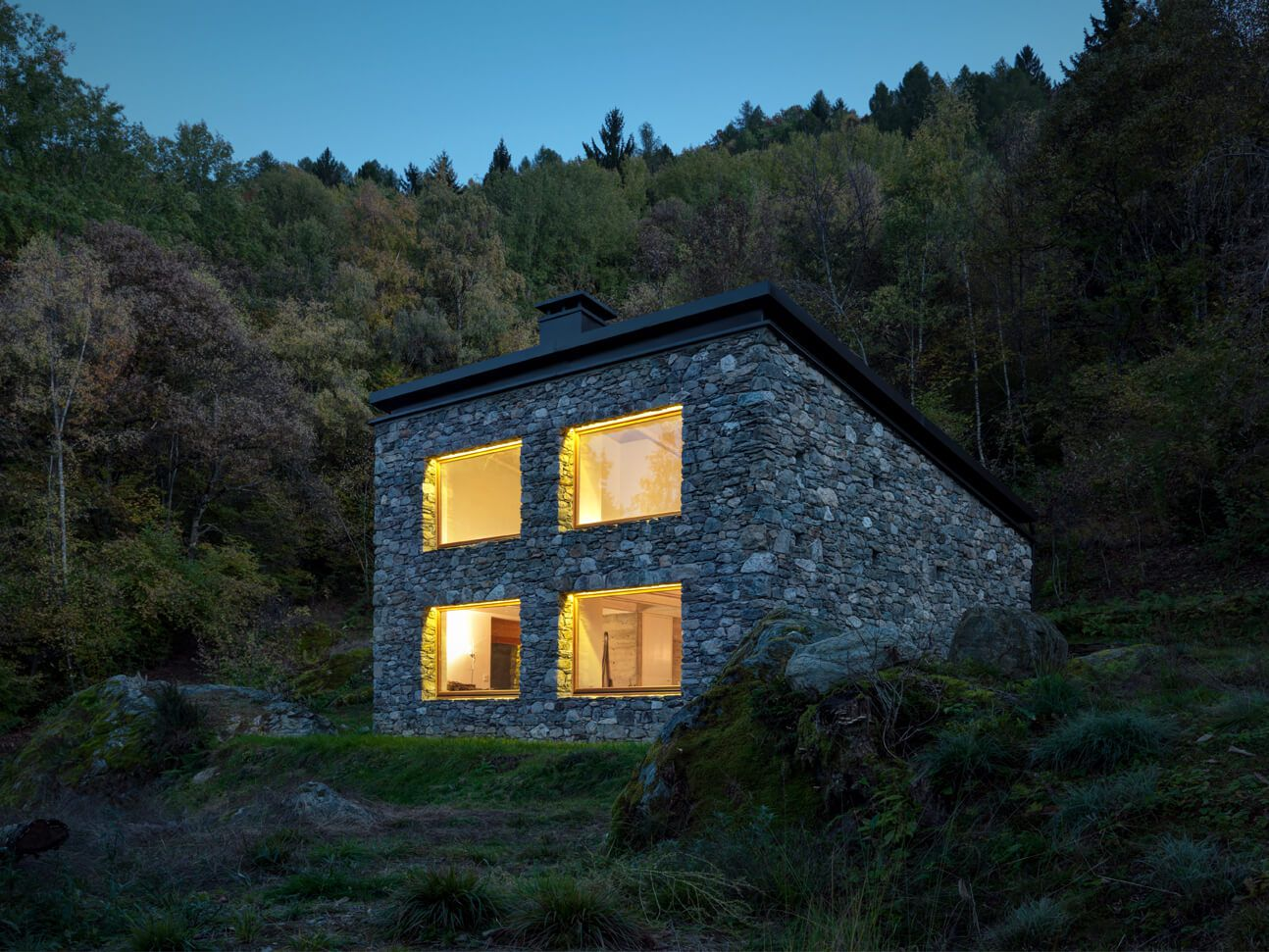Mountain house design Stone, concrete and Wood