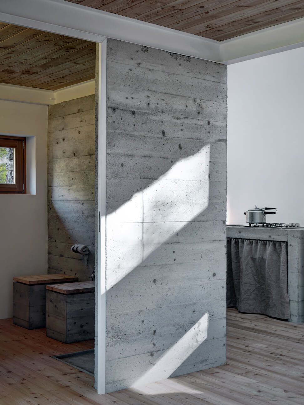 Mountain house design concrete wall combining wood