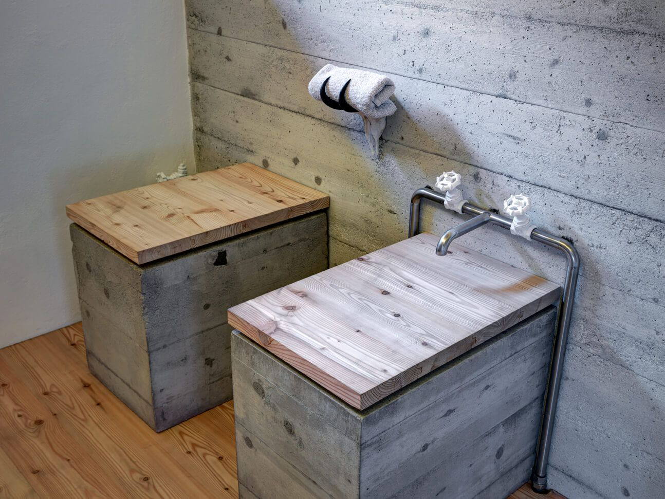 Mountain house design concrete wc and wall combining wood bathroom