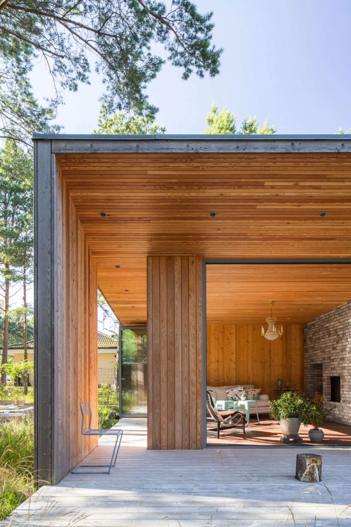 wood and contemporary architecture decking