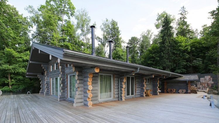 This log house/cottage was designed by Elena Sherbakova who breathed the modern appeal and coziness at the same time.