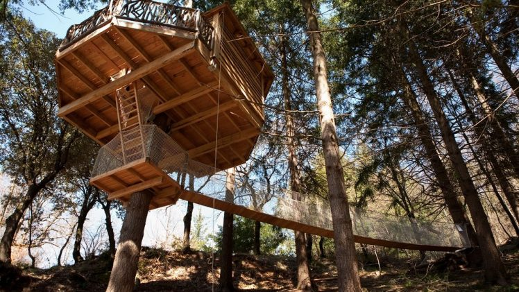 Cabanes als Arbres is resort which consist 10 gorgeous treehouses submerged in an ocean of branches in the county of ...