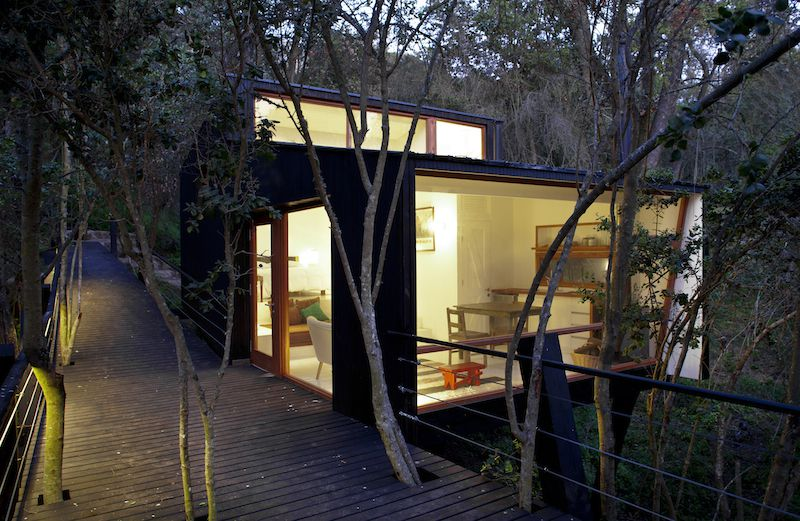The merit for building this cozy house goes to UnArquitectura company, renowned for producing many wonderful works. Casa Quebrada is ...