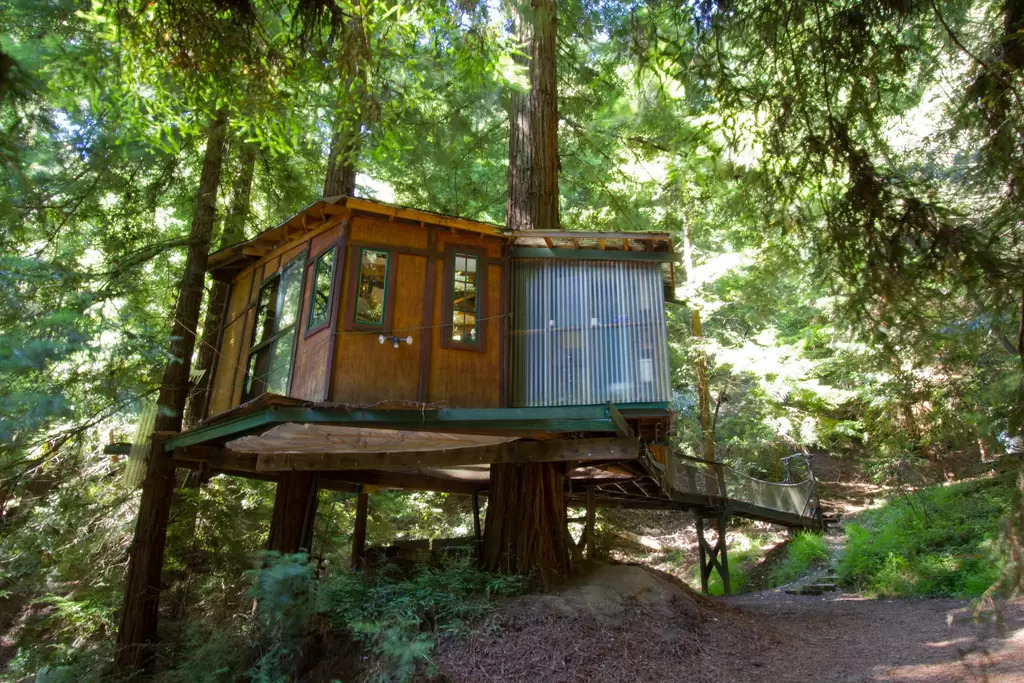 magical treehouse is nestled in Santa Cruz Mountains