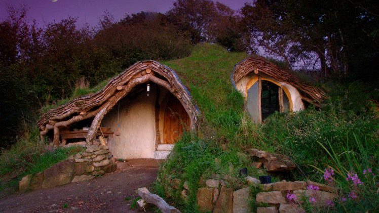For all fantasy lovers and fans of fairy tales we present the Hobbit house. This surreal structure is located in ...