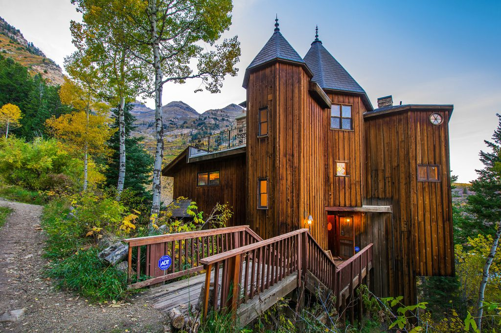Castle Cabin in the Mountains