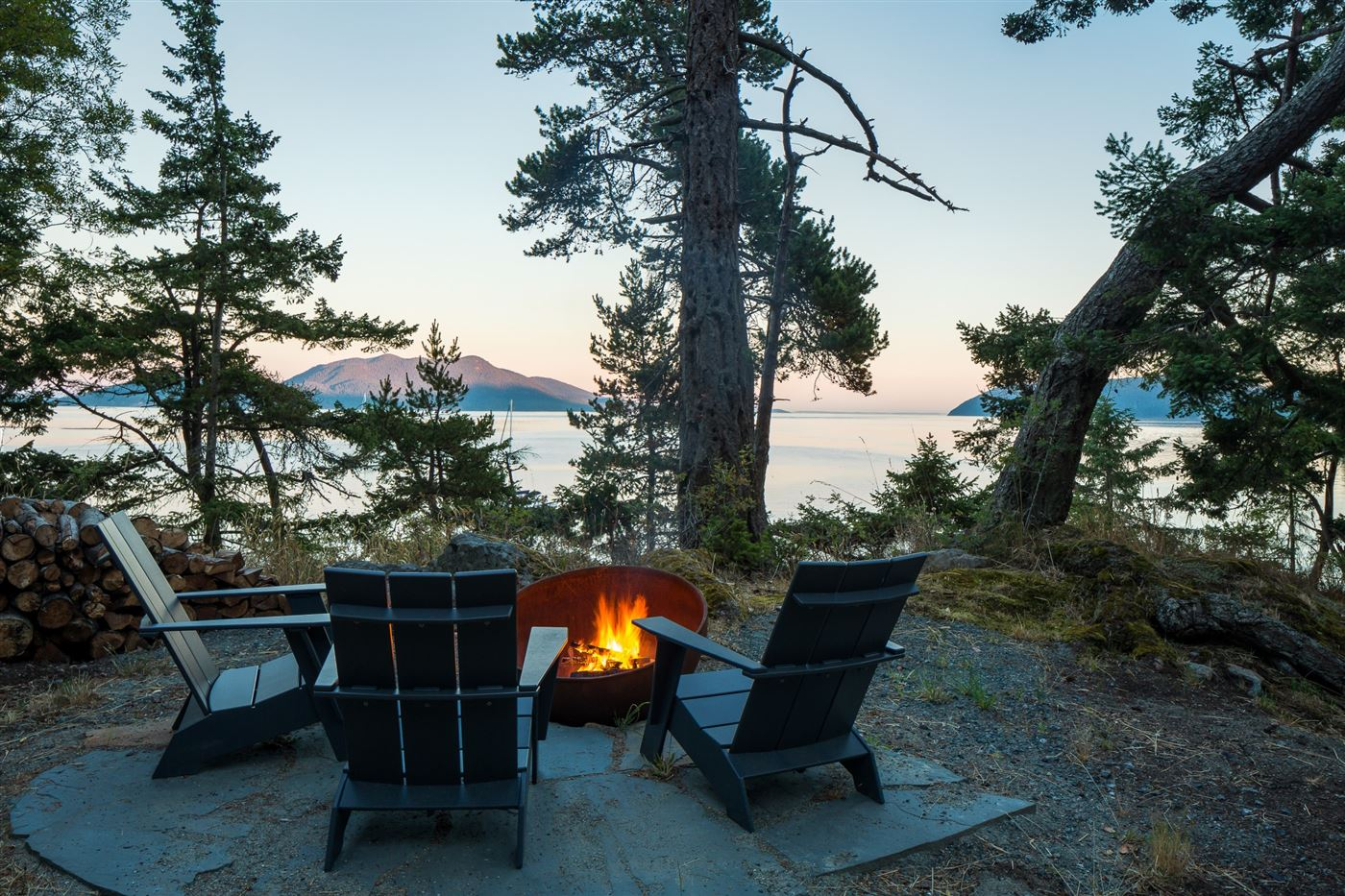 outdoor relax bonfire pit with a view to the ocean