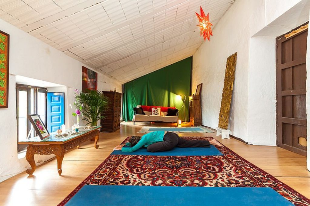 Mediterranean colorful Spanish cottage - yoga room