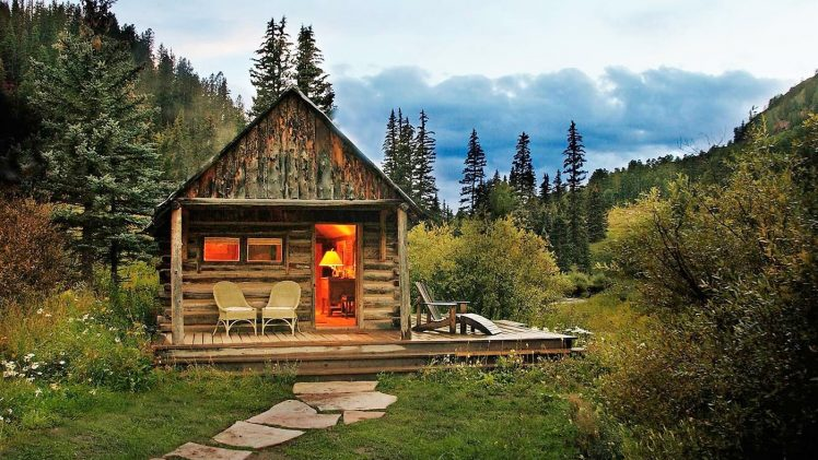Set in an extraordinary alpine valley in Colorado's Rocky Mountains, the resort is famous for exquisitely furnished hand-hewn log cabins.