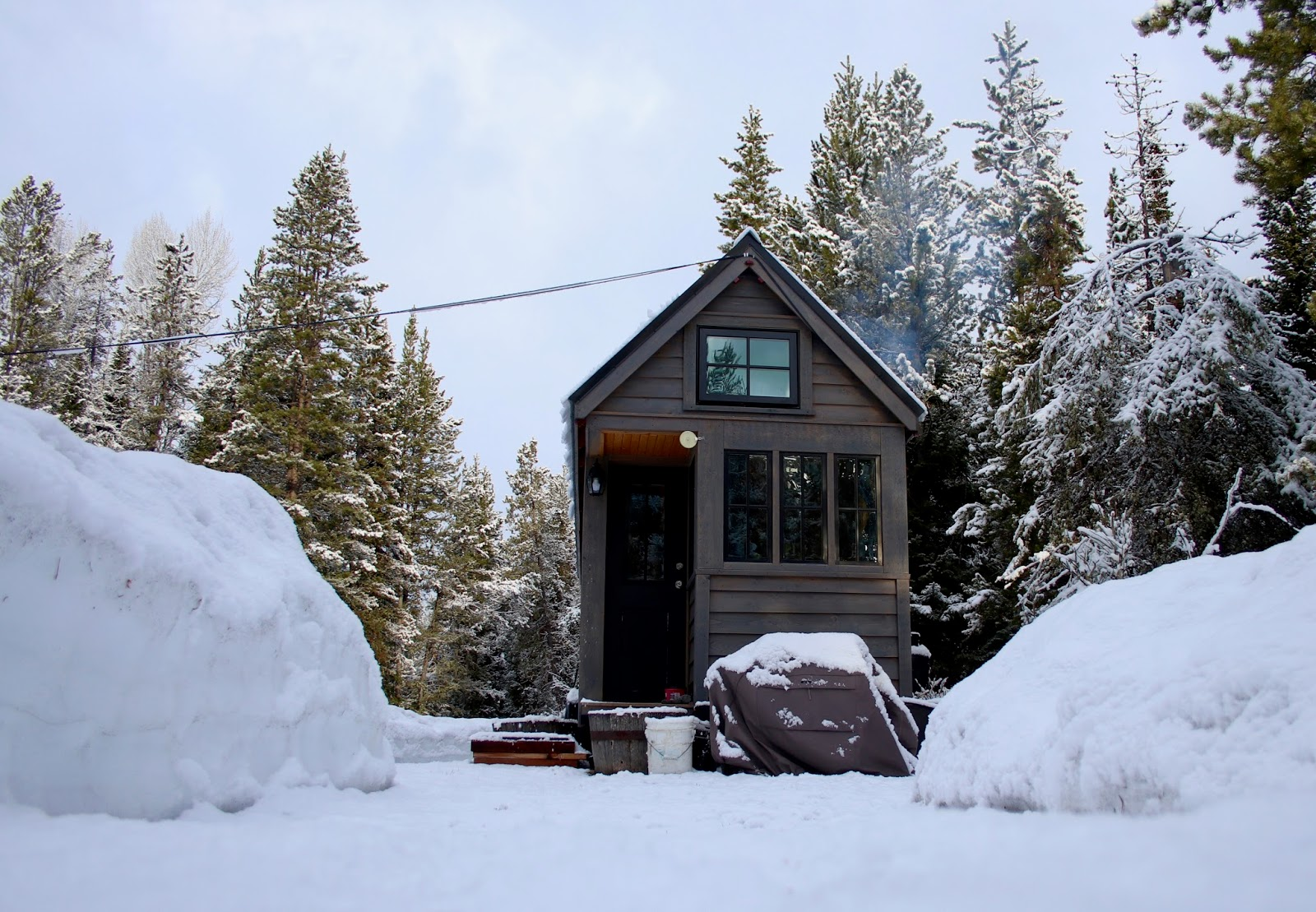wood cabin in winter, design ideas