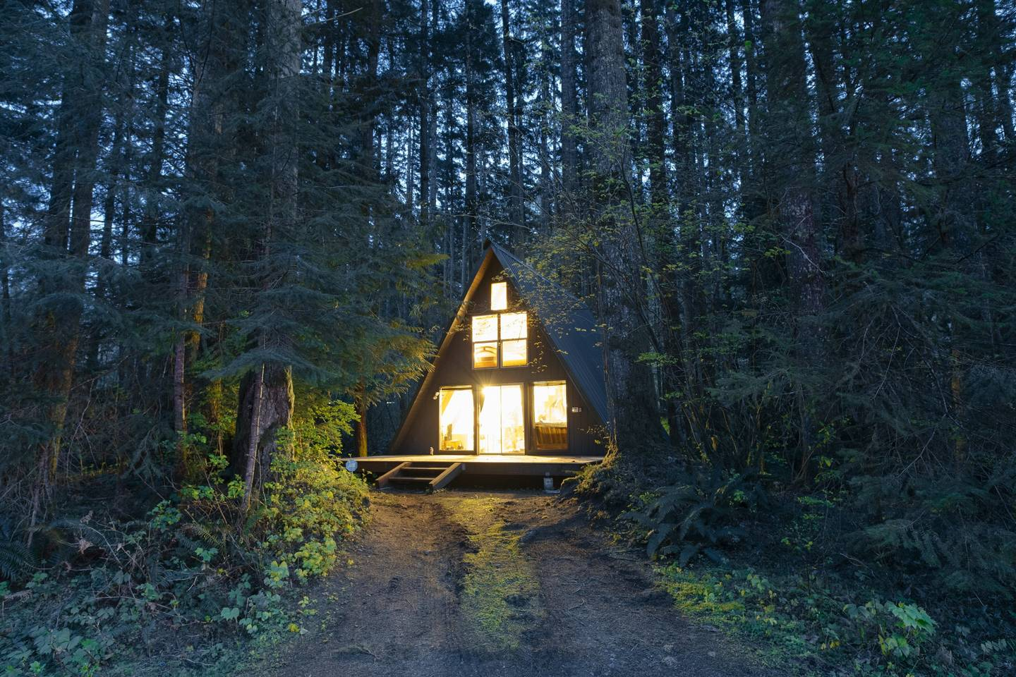 In a pleasant district in Skykomish, Washington, is located a cute Tye Haus A-frame Cabin. Surrounded by some of the ...