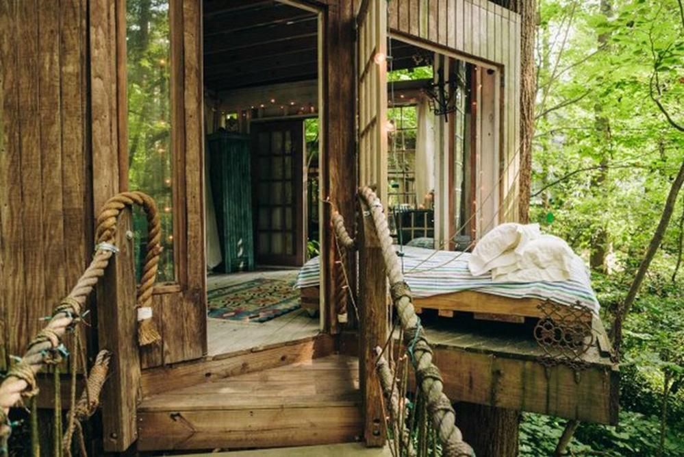 wood bridge, tree house bedroom design ideas