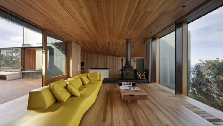 This agile shoreline house appreciates all encompassing perspectives over the southern sea and surf shoreline.