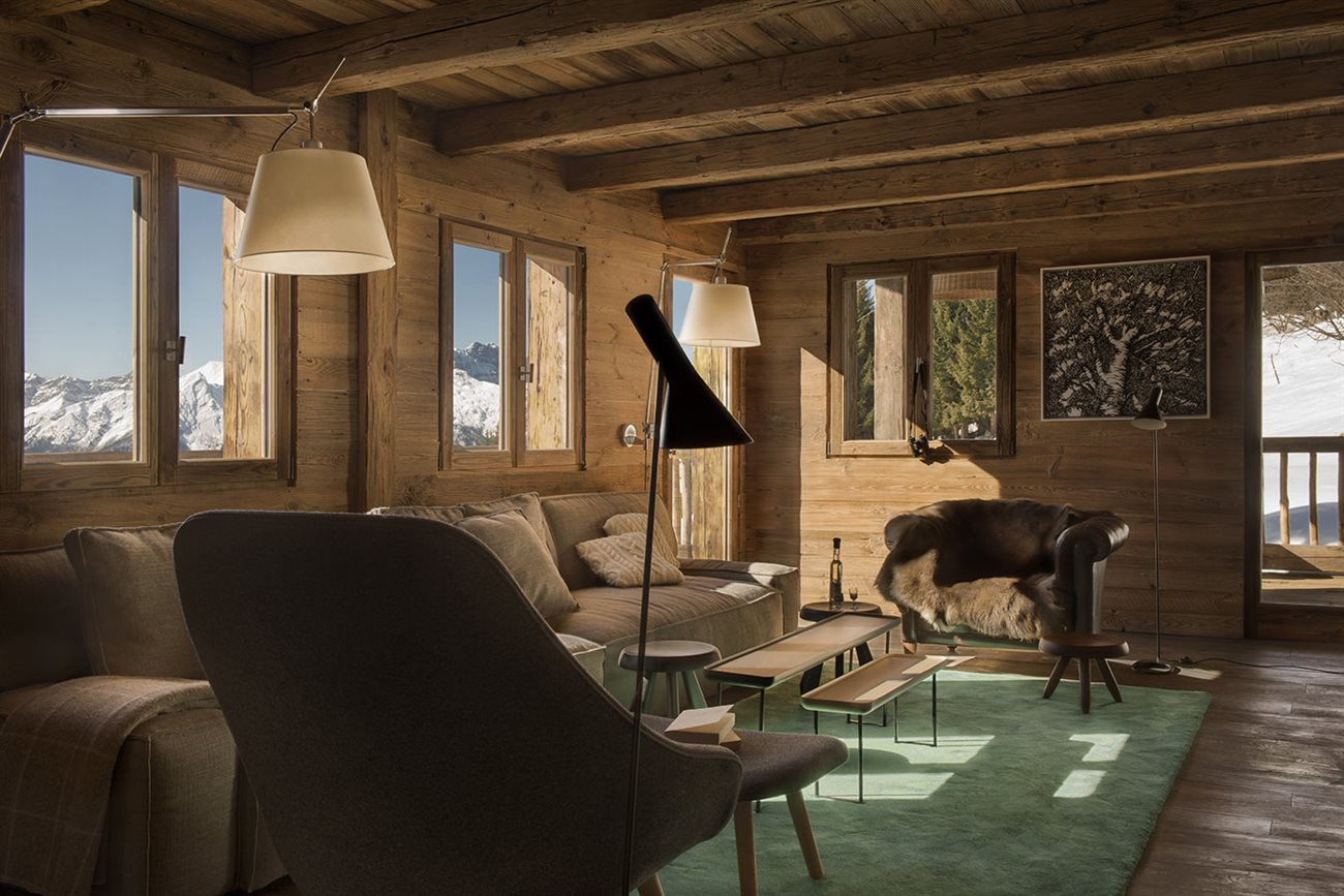 rustic wood cabin interior design with a sense of modern taste