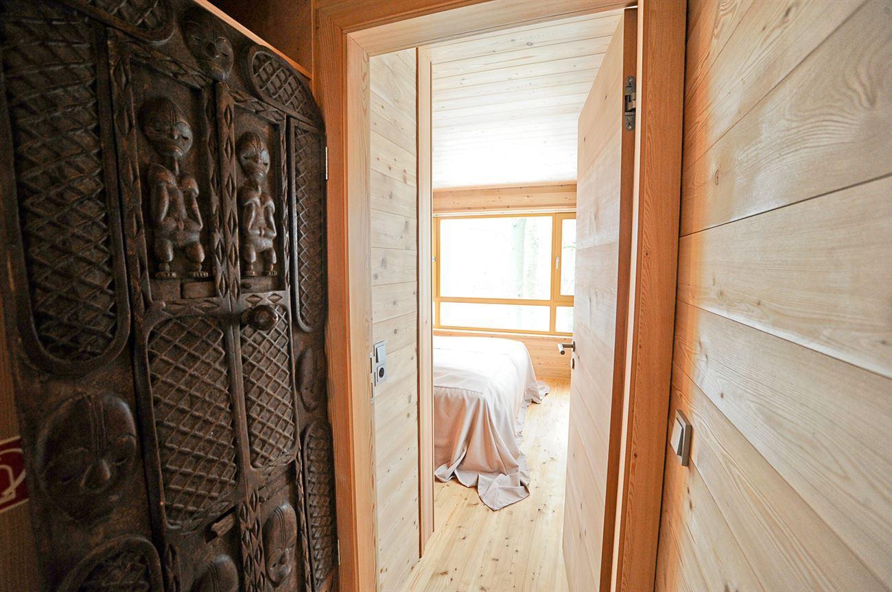 sneak peek into treehouse bedroom