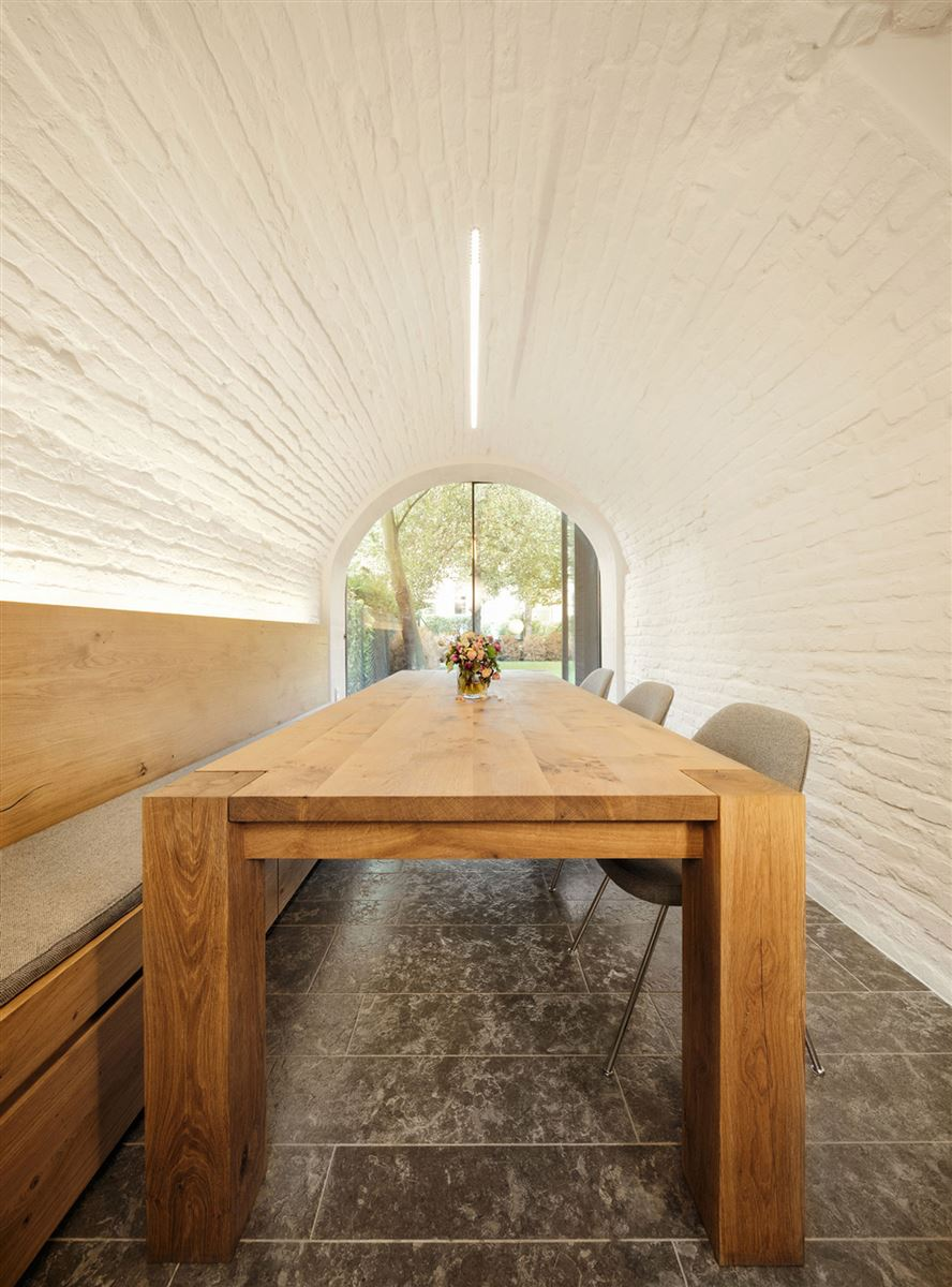 oak wood dining table, wood design, contemporary interior design, renovated house germany