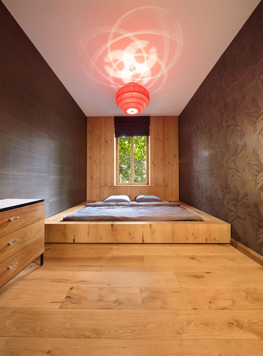 hardwood flooring, wood wall, bed and drawers. contemporary wood design bedroom, pink ceiling lighting