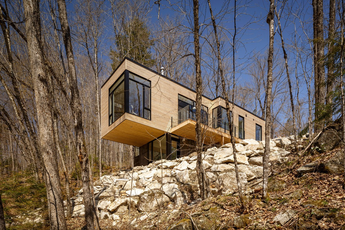 wood and metal facade cladding, modern lake cabin, architecture