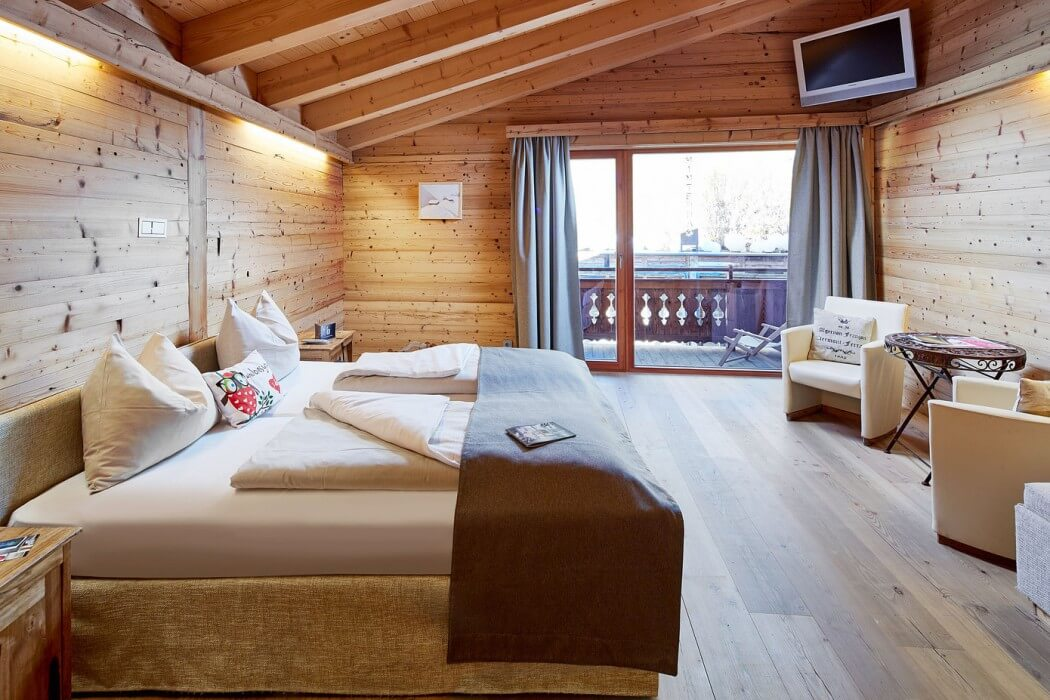 wood beam ceiling, wall and floor, bedroom design ideas