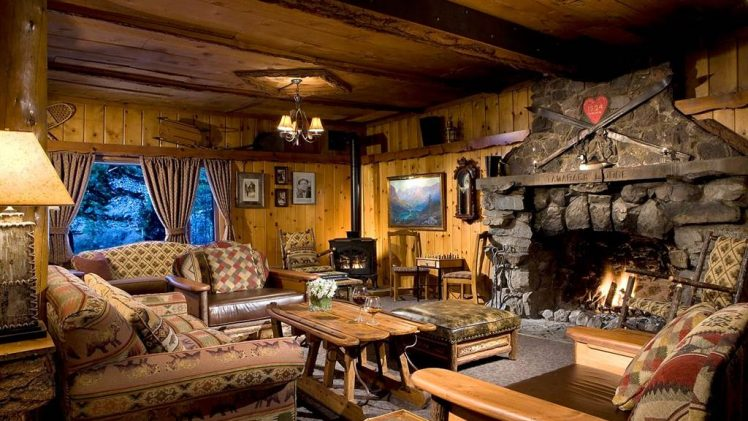 Tamarack lodge is the only resort on the shore of Twin Lakes. This comfortable cottage was built in 1924 and ...