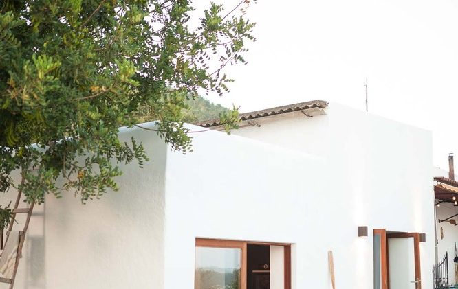 With an incredible view from the mountain, a yoga platform above the house and many fruit trees and a vegetable ...