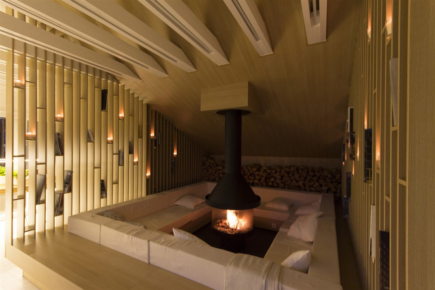 wood screen, wall, fireplacewith bench, relaxe room design ideas