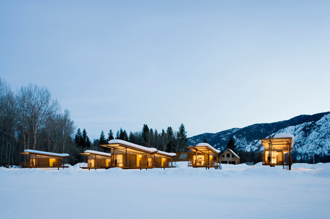 wood rolling huts in winter, design ideas