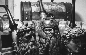These incredible Hand-Carved Pipes are a must buy for any true LOTR, GOT, or Star Wars fans, or just a ...