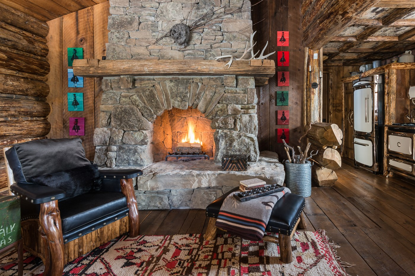 Trophies on the walls and the rustic cabin feel make it pleasant even for hunters and lumberjacks.