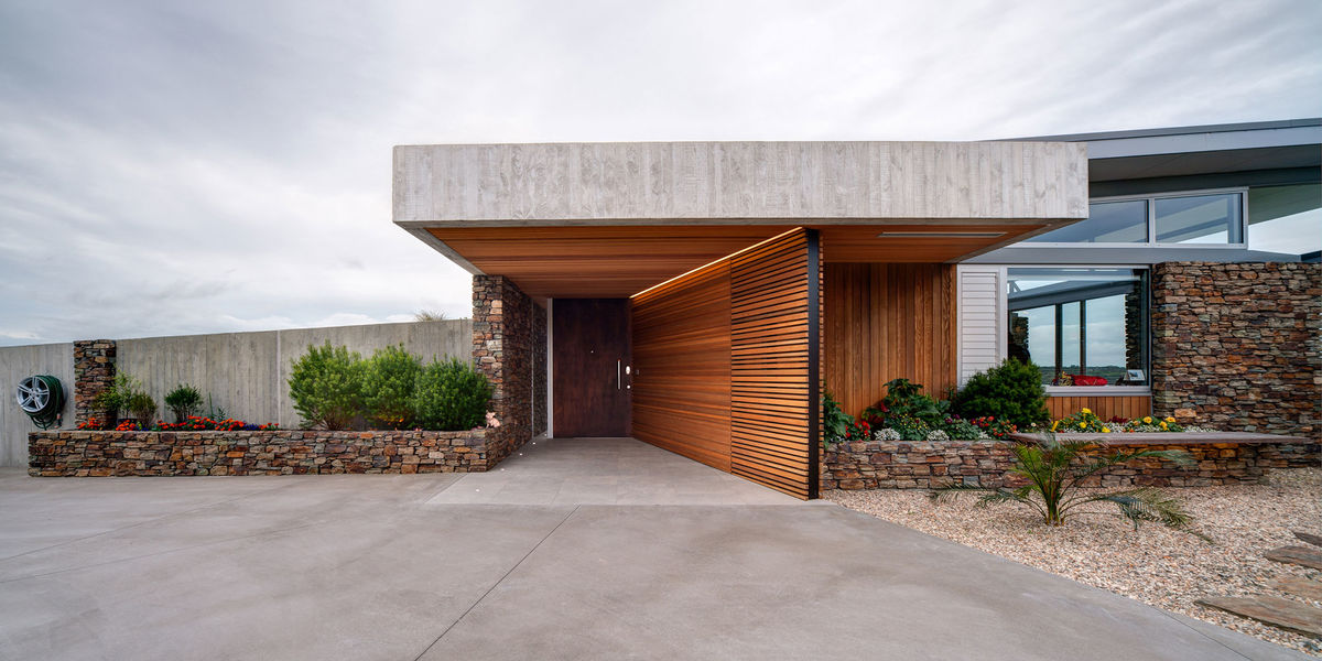 okura modern wood screen house