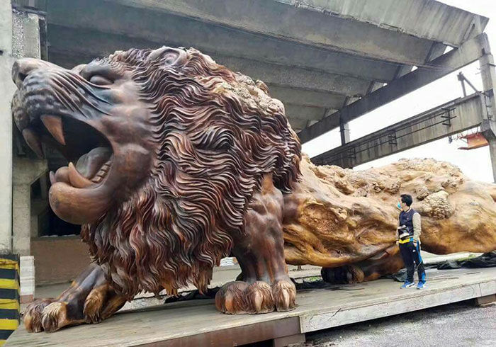 The Oriental Lion is a 47.5 feet-long and 16.5 feet-high sculpture, carved from giant redwood tree trunk by a Chinese Architect.