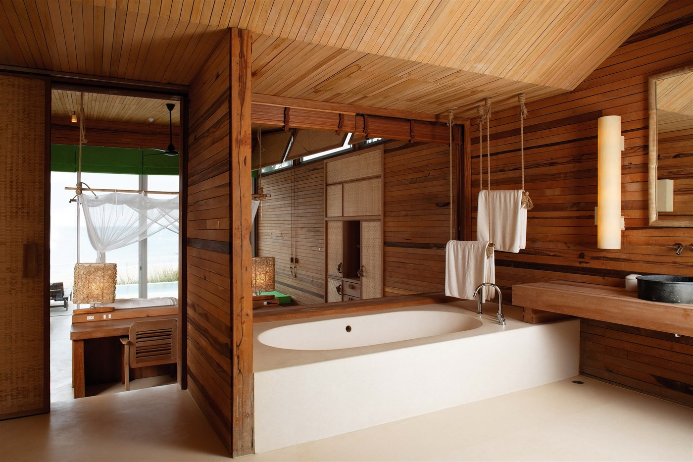 Wood bathroom design ideas with screen