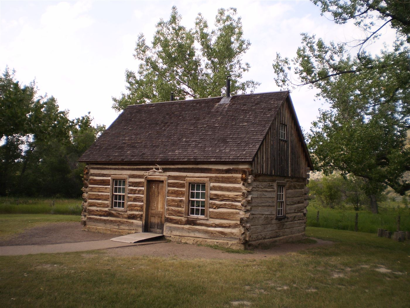 Roosevelt home, wood cabin
