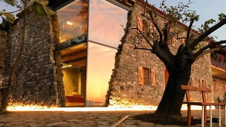 They repolished the wooden structures that were composed of aged stone and combine them with new glass.