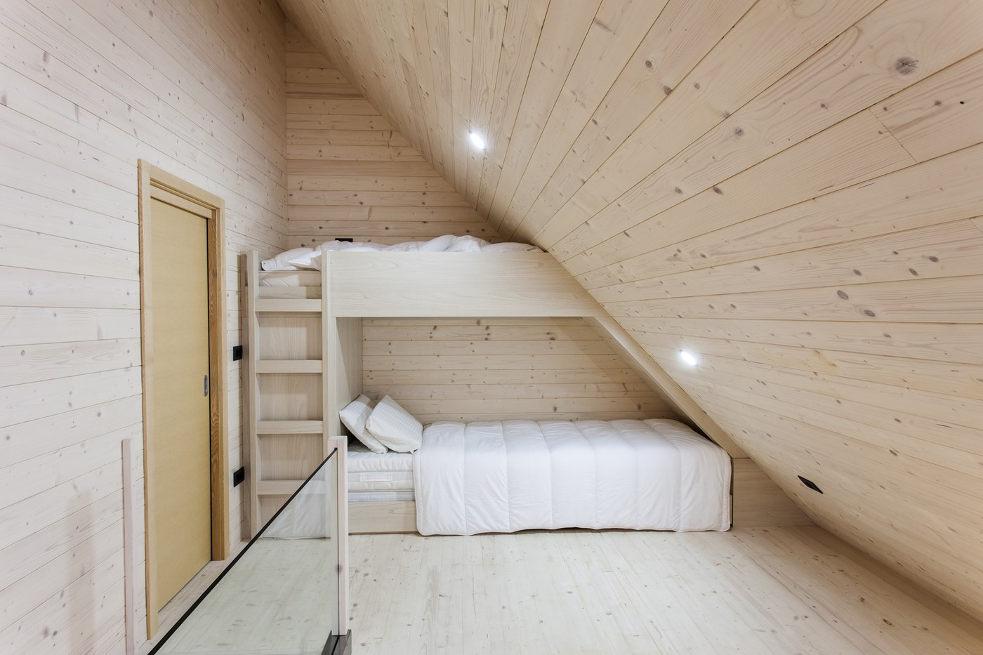 Wooden childrens bedroom design, cabin