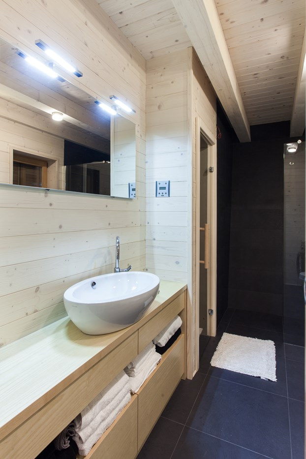 Wood bathroom, cozy cabin design