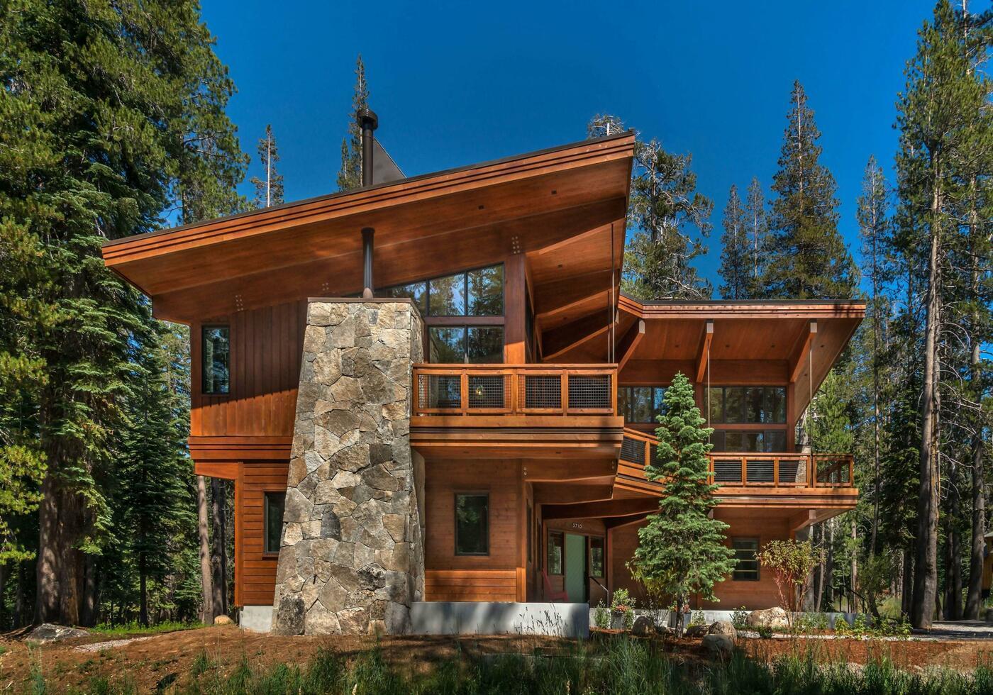 Mountain wood cabin design